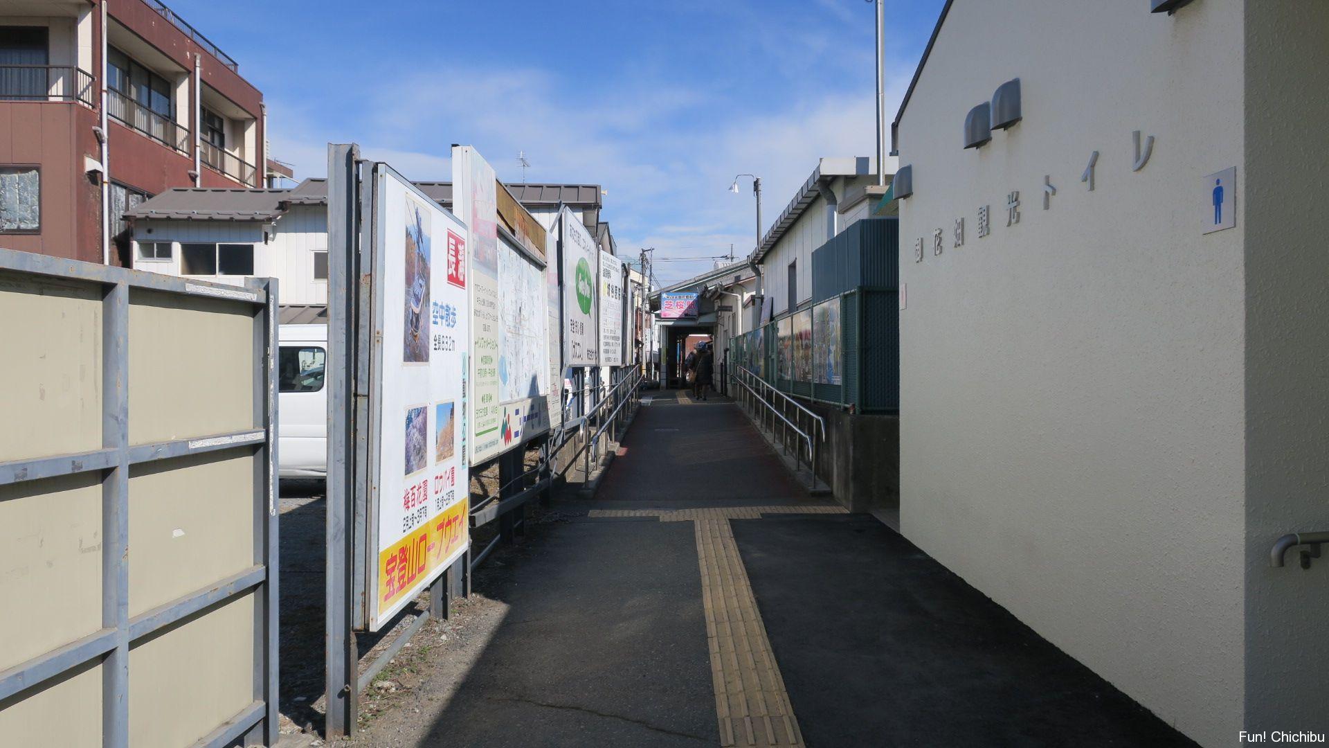 御花畑駅の入り口