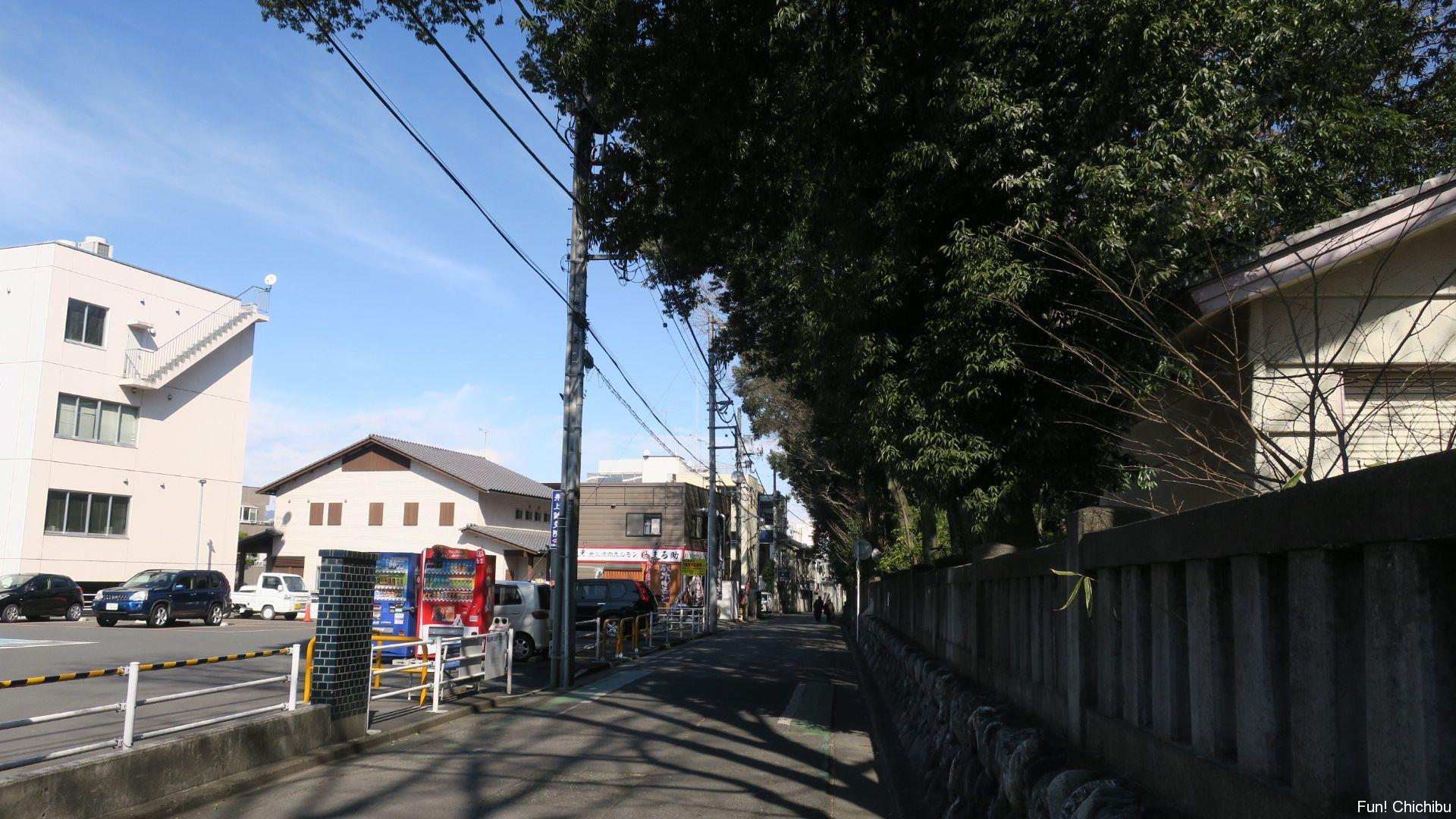 秩父神社の路地