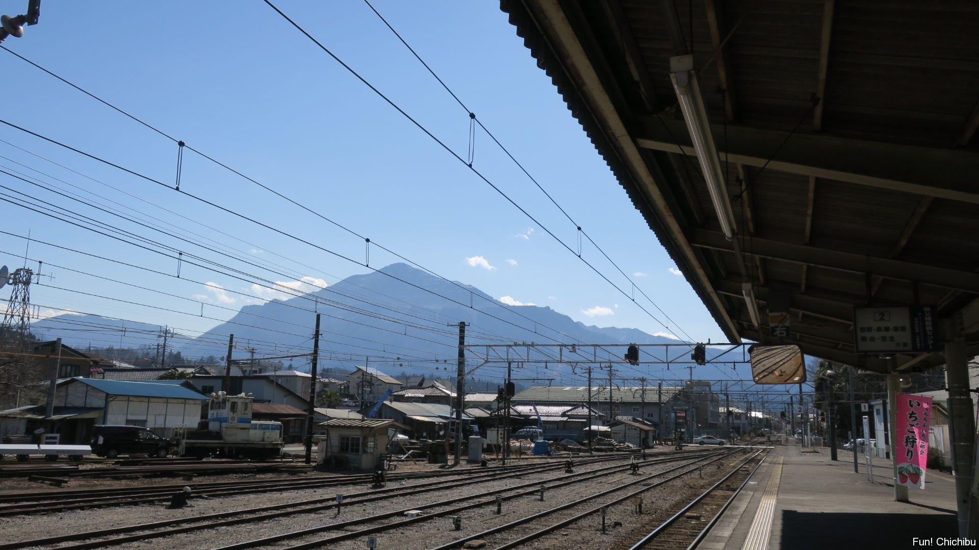 秩父駅から見る武甲山