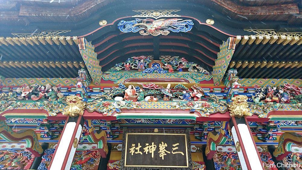 三峯神社拝殿の彫刻