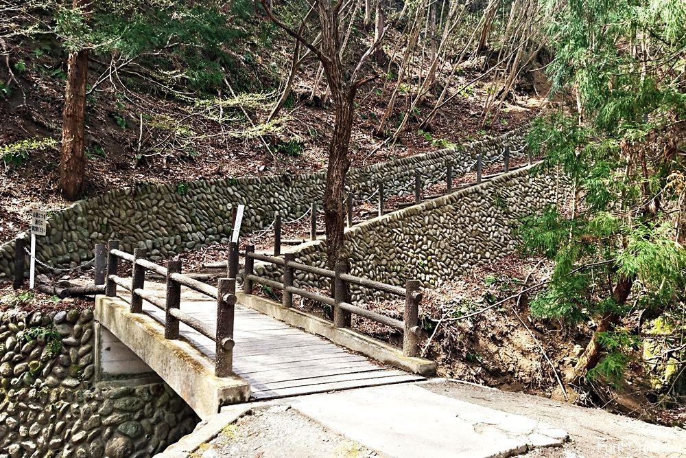 採掘跡への階段