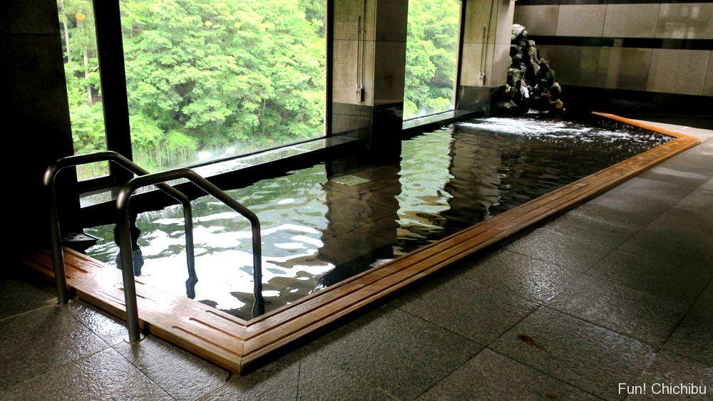 大滝温泉・遊湯館の檜風呂