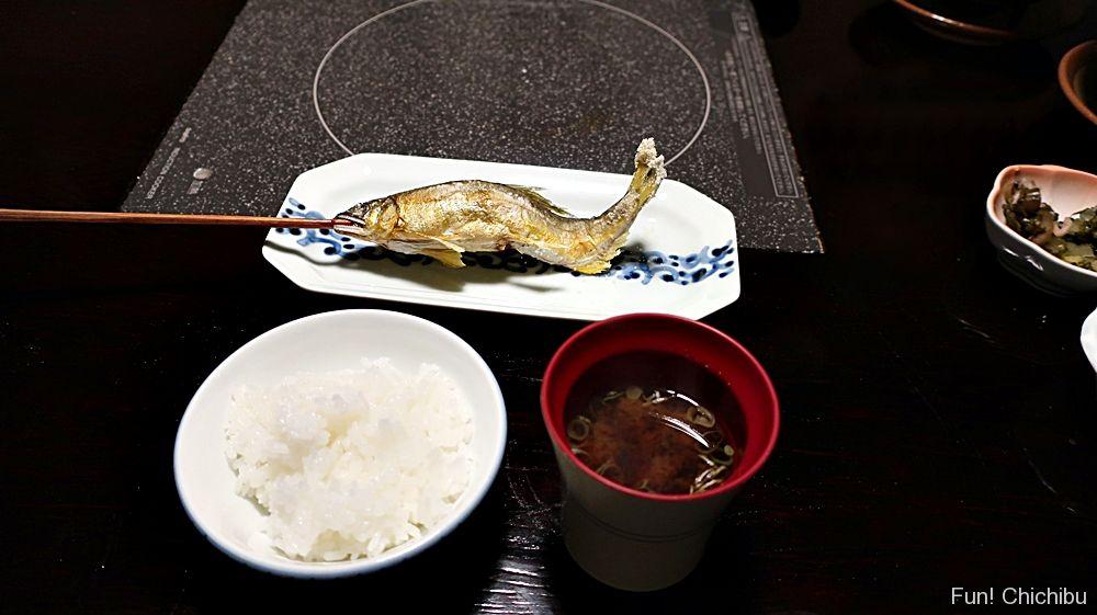 鮎の塩焼きとご飯と味噌汁