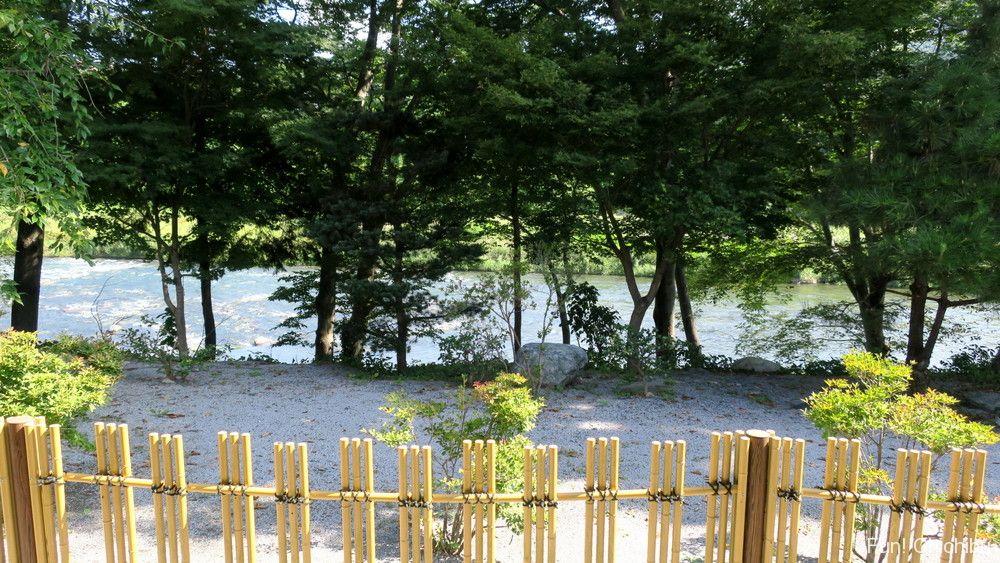 梵の湯から見える荒川