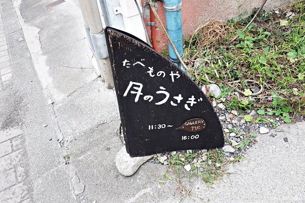 通りにある看板