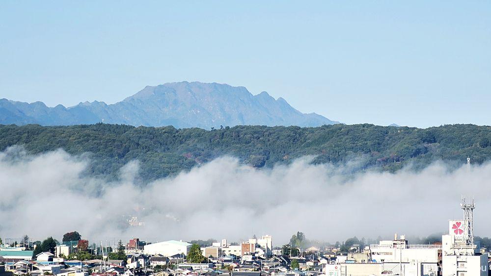 羊山公園から見た両神山