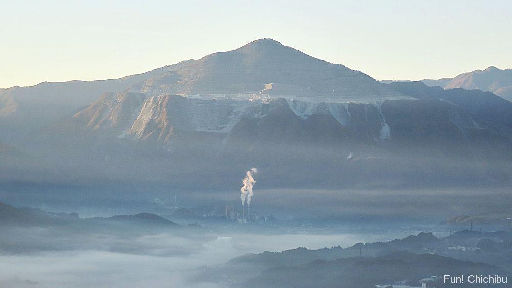 武甲山と雲海
