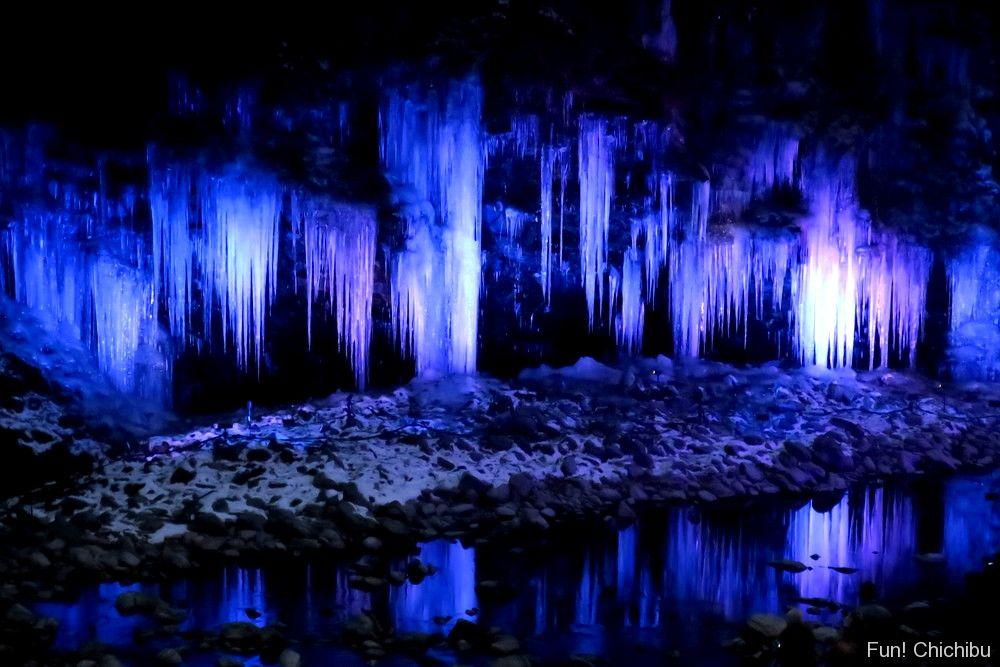 三十槌の氷柱(天然)ライトアップ
