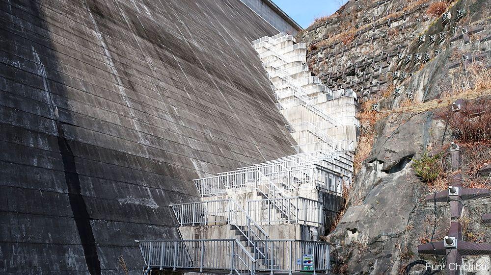 滝沢ダム外階段