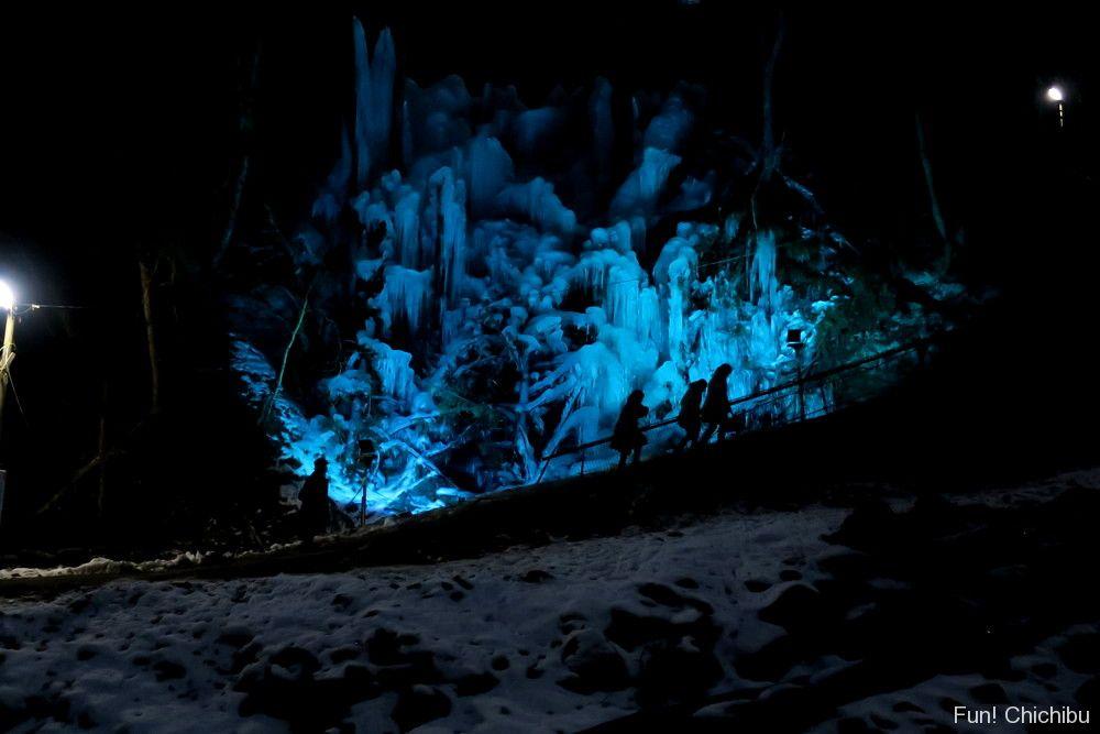 つちうちキャンプ場の氷柱(人口)ライトアップ