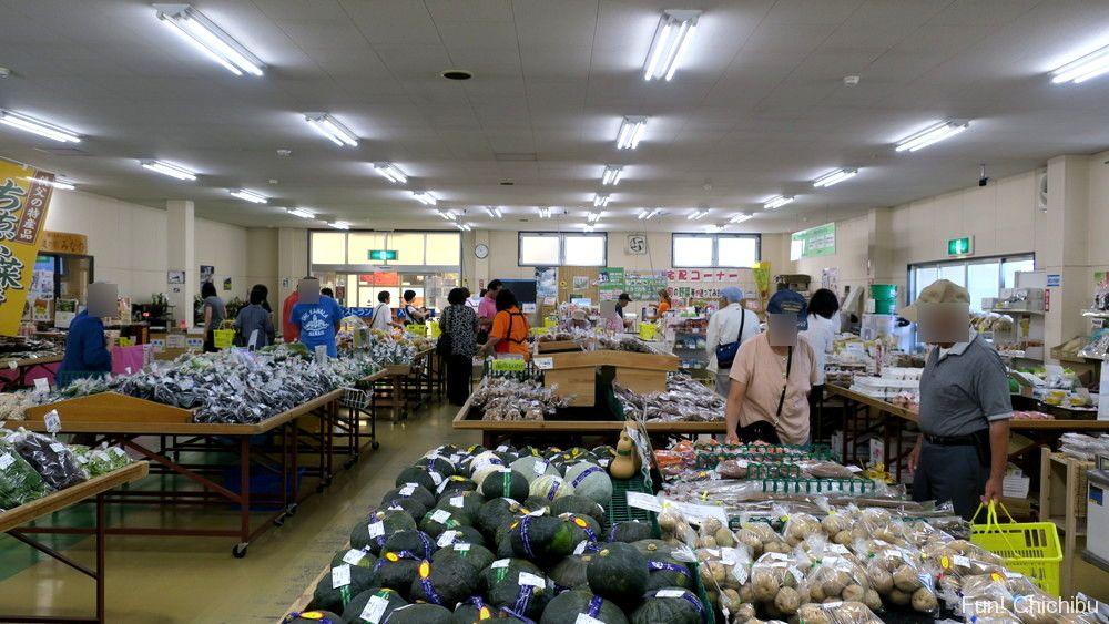 道の駅みなの農産物直売所の店内