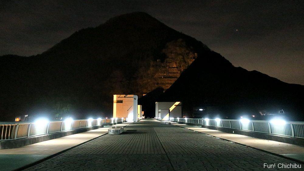 浦山ダムのライトアップ