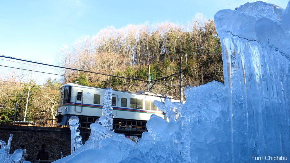 あしがくぼの氷柱と電車