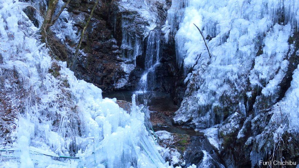 尾ノ内百景氷柱と滝