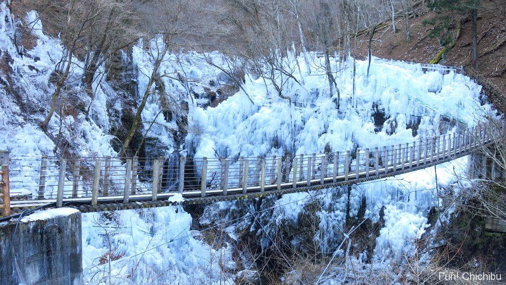 尾ノ内百景氷柱と吊り橋