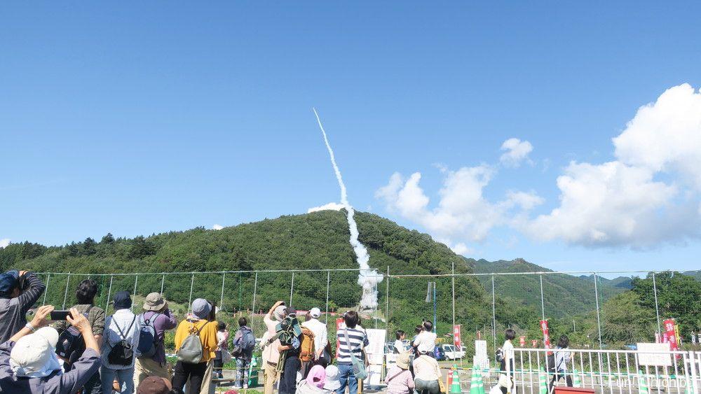 龍勢祭りのロケット打ち上げシーン