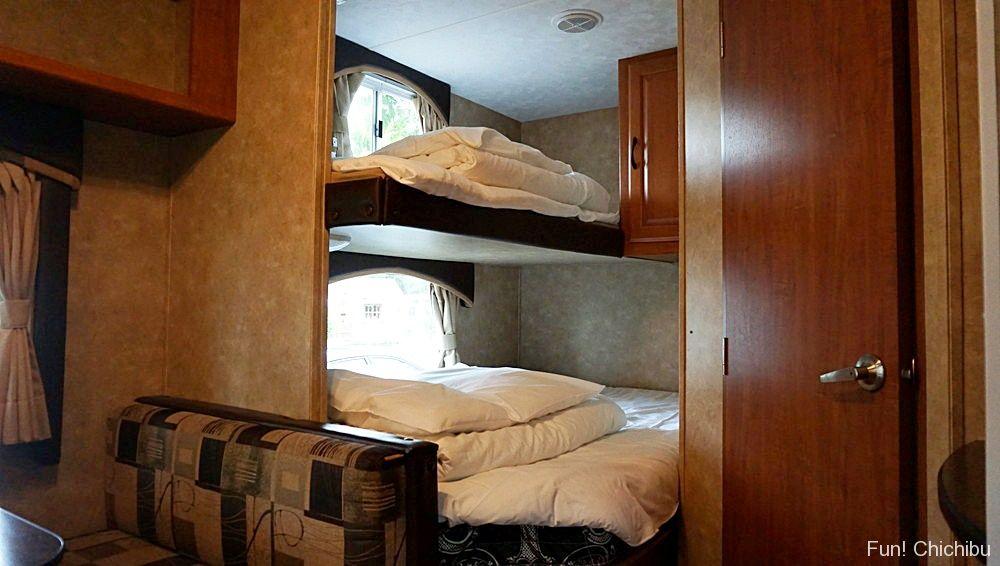 トレイラー内二段ベッド