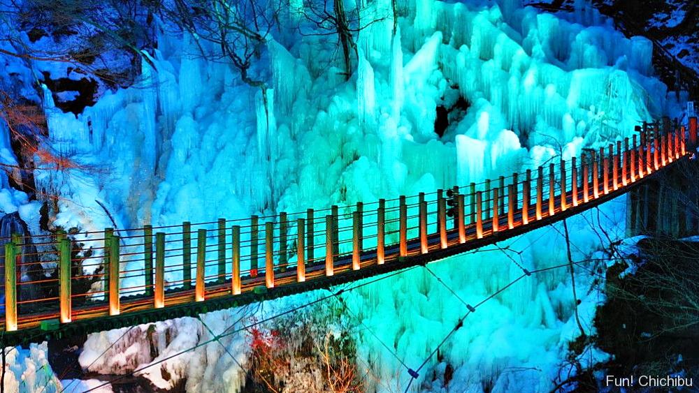 尾ノ内氷柱のライトアップ