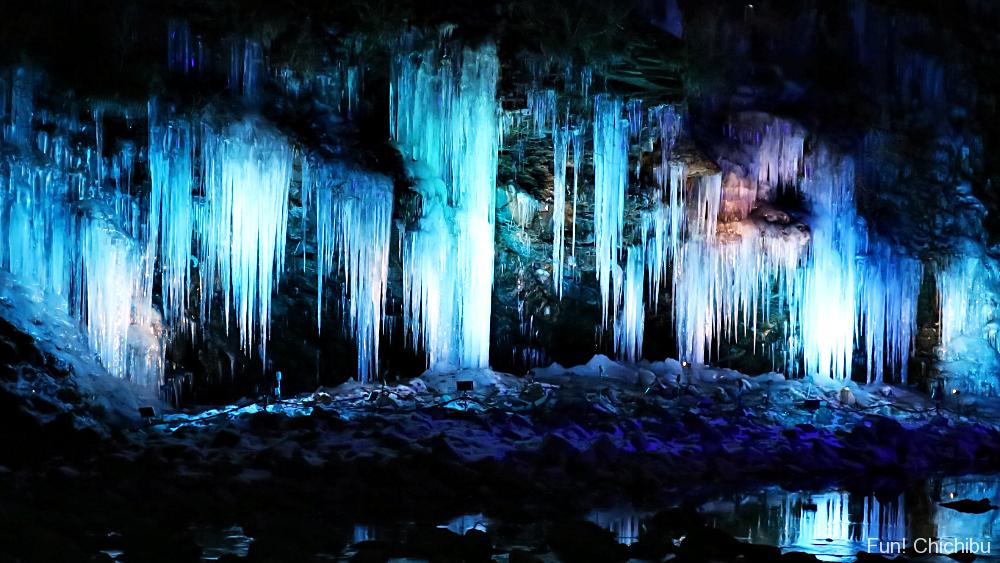 三十槌の氷柱のライトアップ