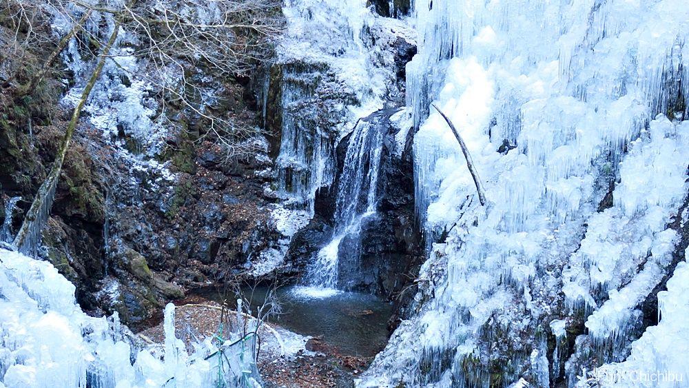 尾ノ内氷柱と滝