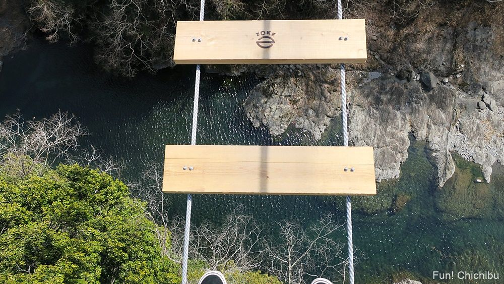 秩父ジオグラビティパークの吊り橋から見た荒川