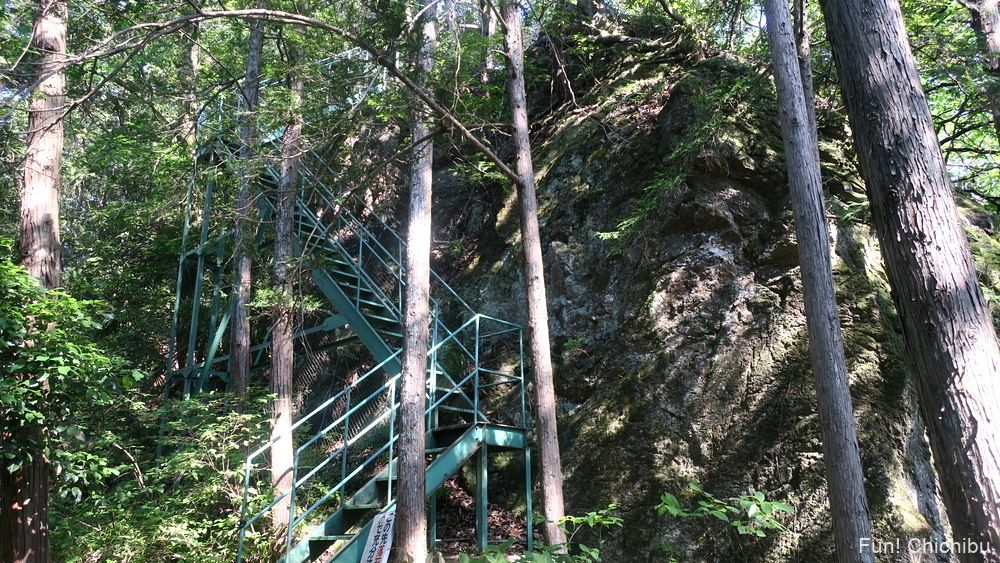 琴平ハイキングコース 秩父修験道の階段を下りた場所