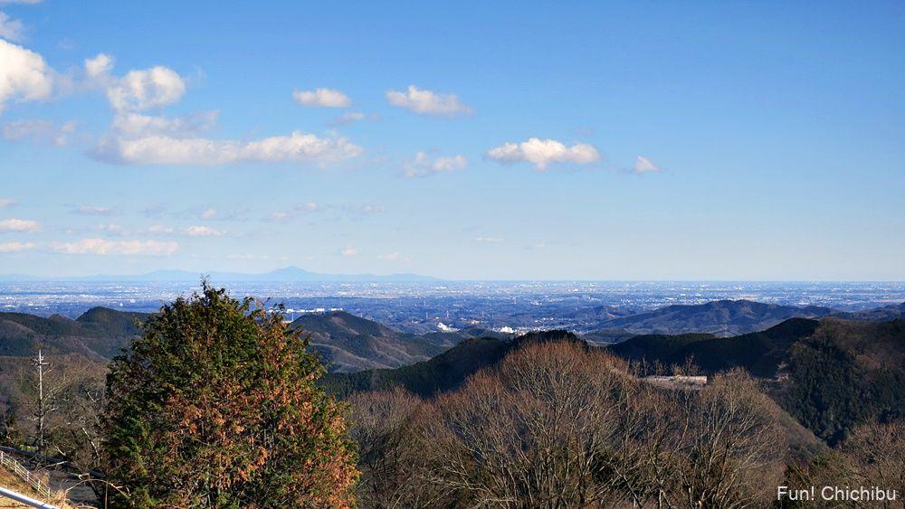 定峰峠から天空のポピーへ向かう途中 首都圏自然歩道休憩地からの眺め
