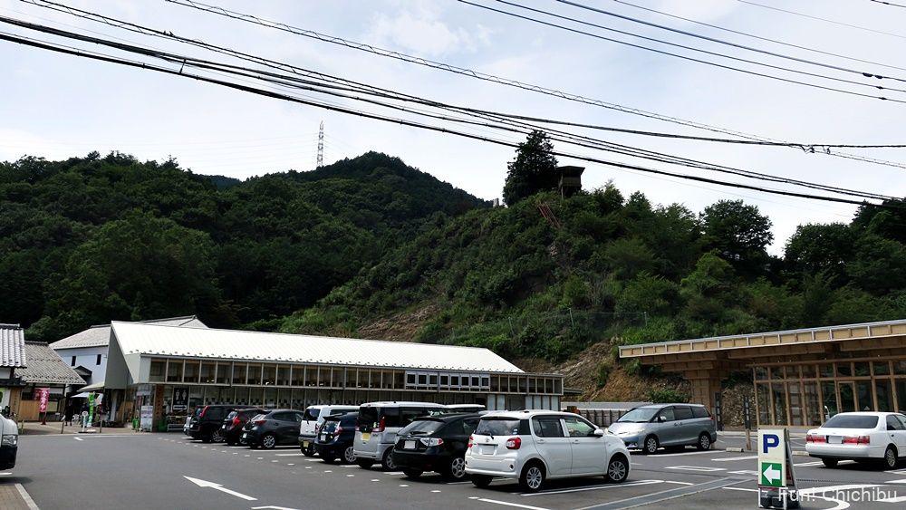 道の駅 和紙の里ひがしちちぶ 外観と駐車場