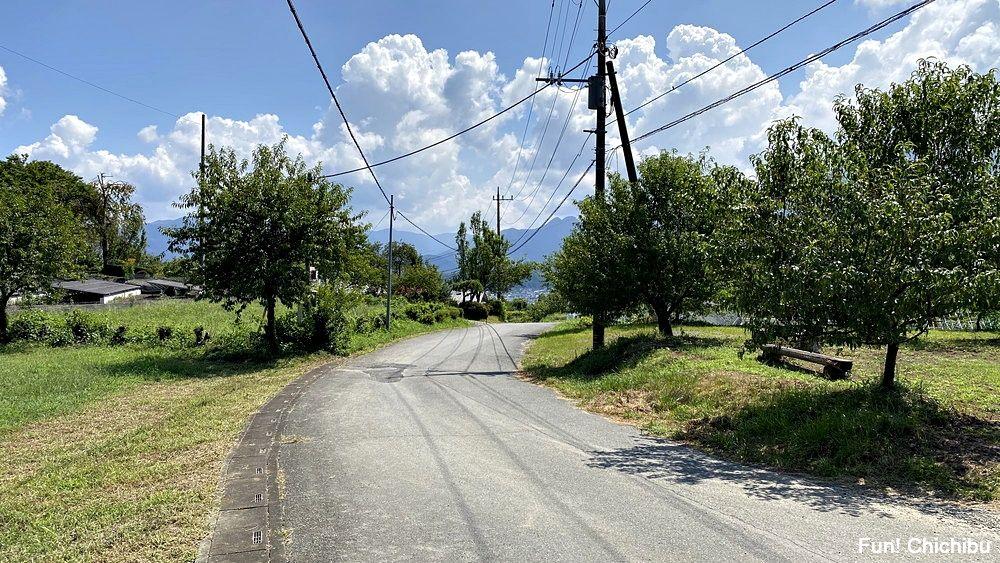 空の青さを知る人よ 聖地 展望の宿 すぎな付近の道1