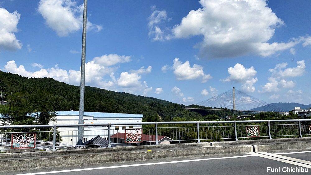 空の青さを知る人よ 聖地 佐久良橋