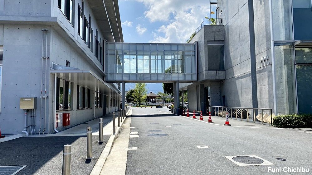 空の青さを知る人よ 聖地 秩父市役所と秩父歴史文化伝承館の外観1