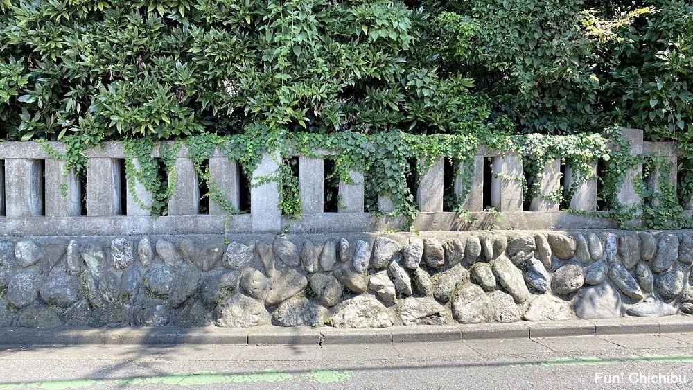 空の青さを知る人よ 聖地 秩父神社の玉垣