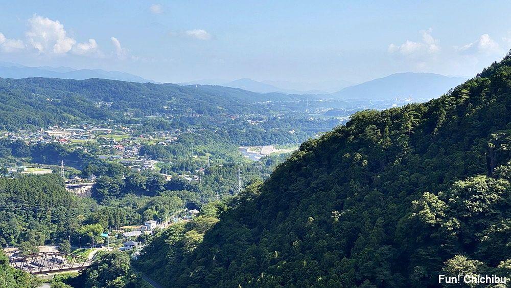 空の青さを知る人よ 聖地 浦山ダムの天端(てんば)