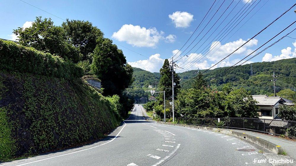 空の青さを知る人よ 聖地 佐久良橋付近の道路